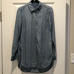 Gap Chambray Button Up size small